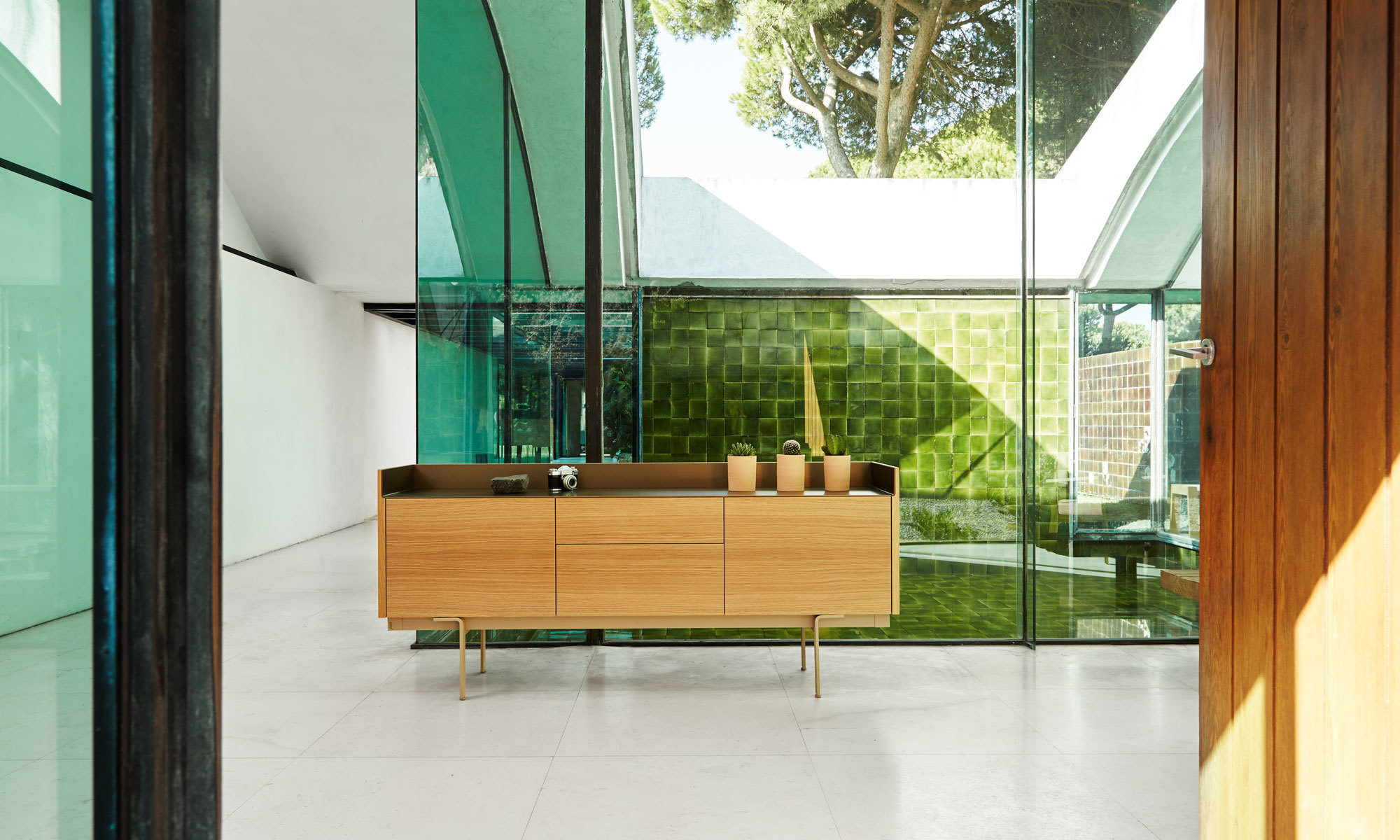 Stockholm 1800 sideboard by mario ruiz for punt for Mobilia outlet